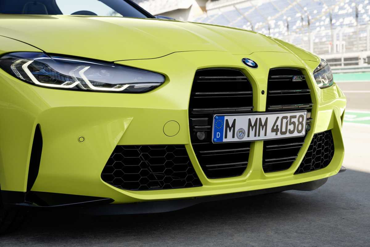 2020 BMW M4 kideny grille close up