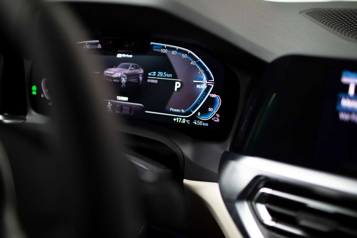 BMW 330e What Car Award Dashboard