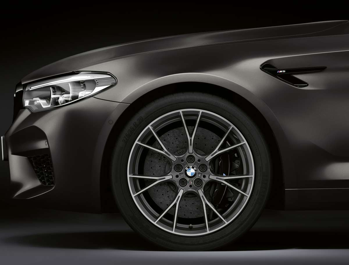 The BMW M5 Edition 35 Jahre Front Wheel