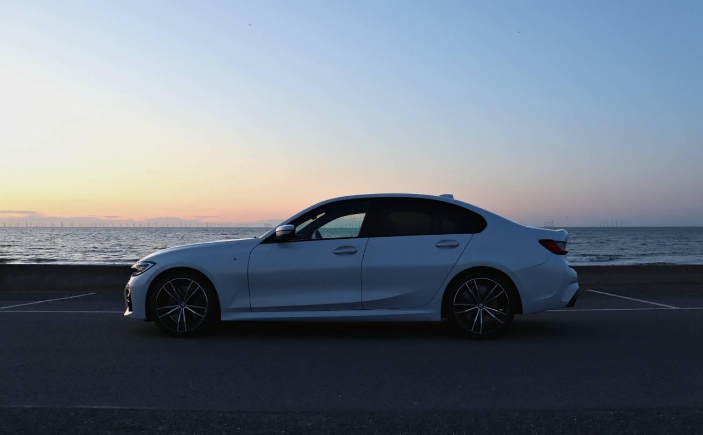 BMW 3 Series 320i white Side