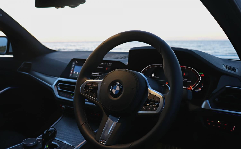 BMW 3 Series 320i white Steering Wheel