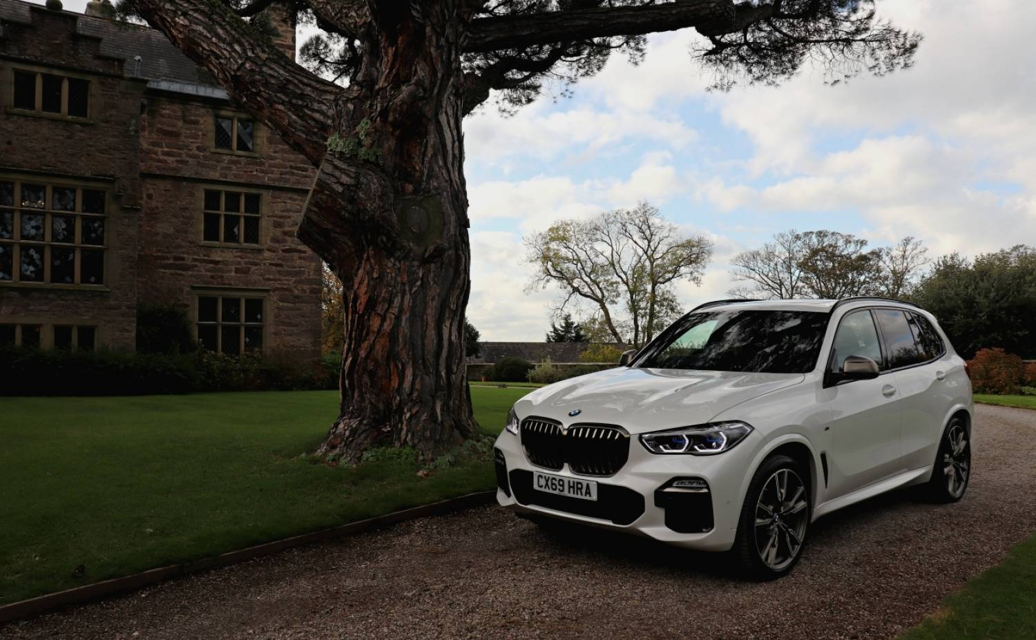 BMW X5 M50d Outside Bodysgallen Hall