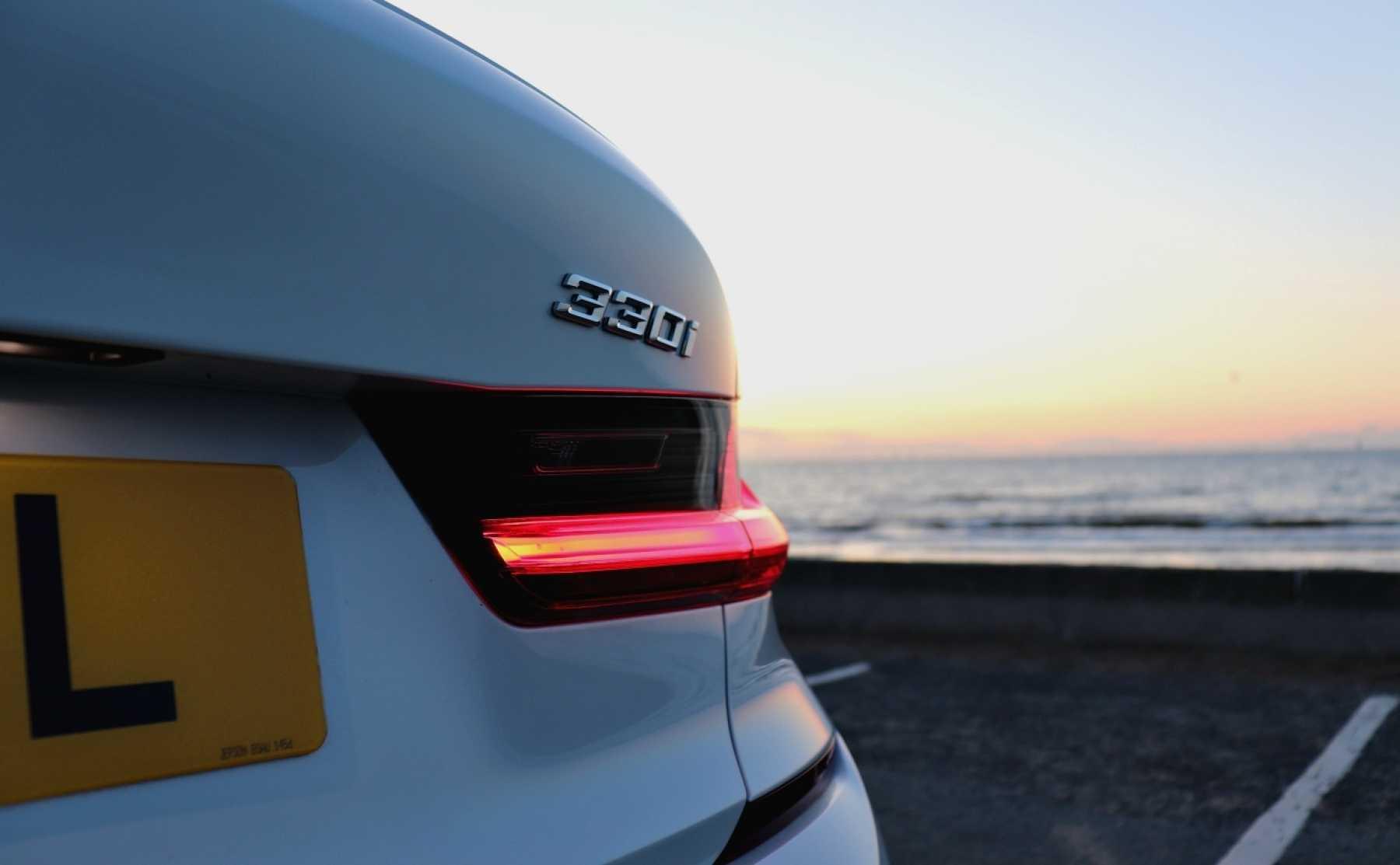 BMW 3 Series 320i white Rear Badge