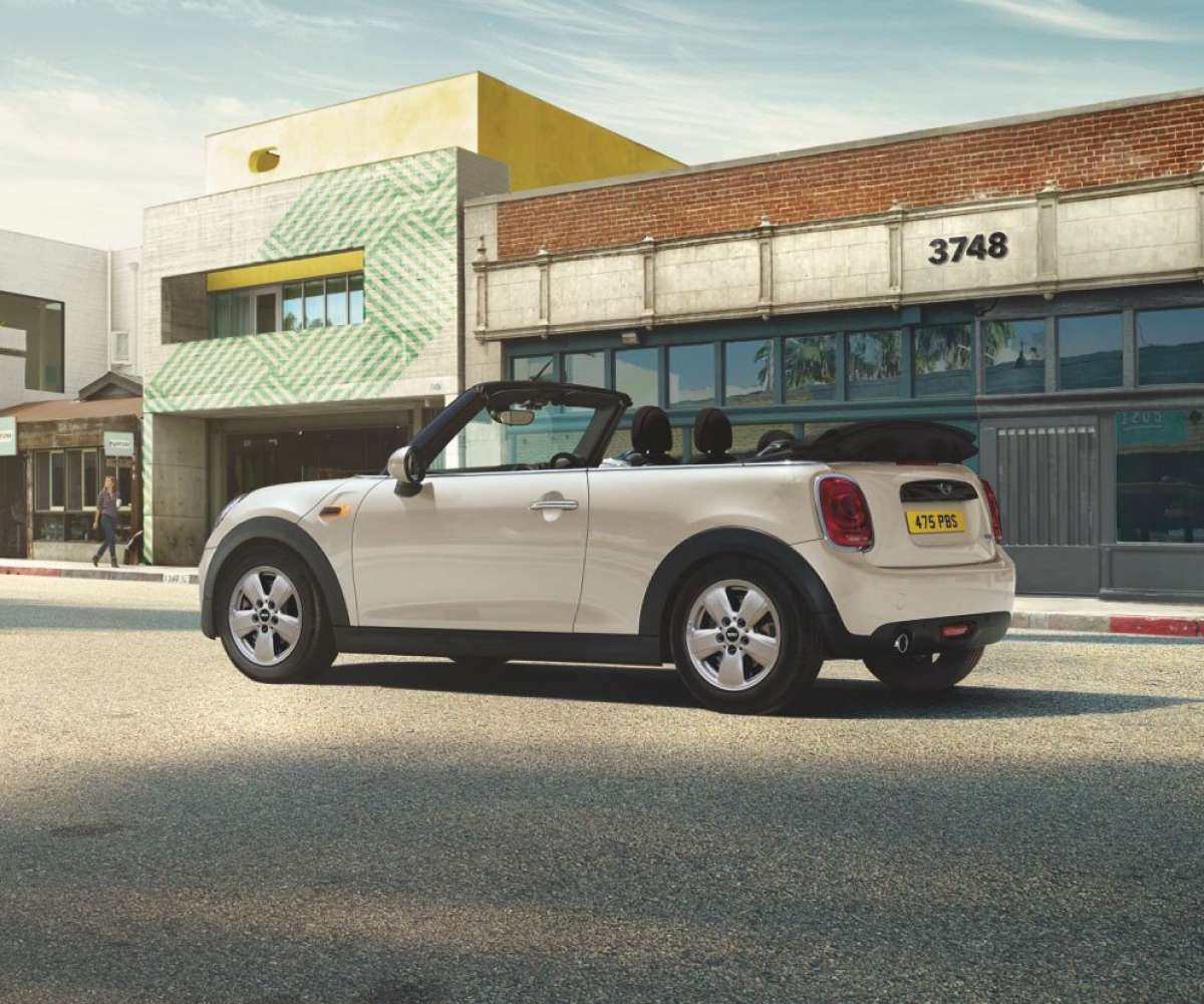 Mini Cooper Convertible Optional Pepper White