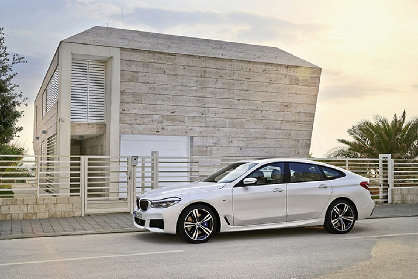6 Series Gt Side On View 715X477 1400 934 S C1