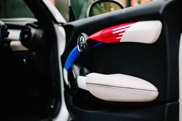 P90303739 Low Res Mini Design One Off