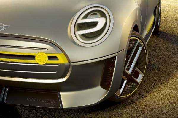 The MINI Electric Front Side