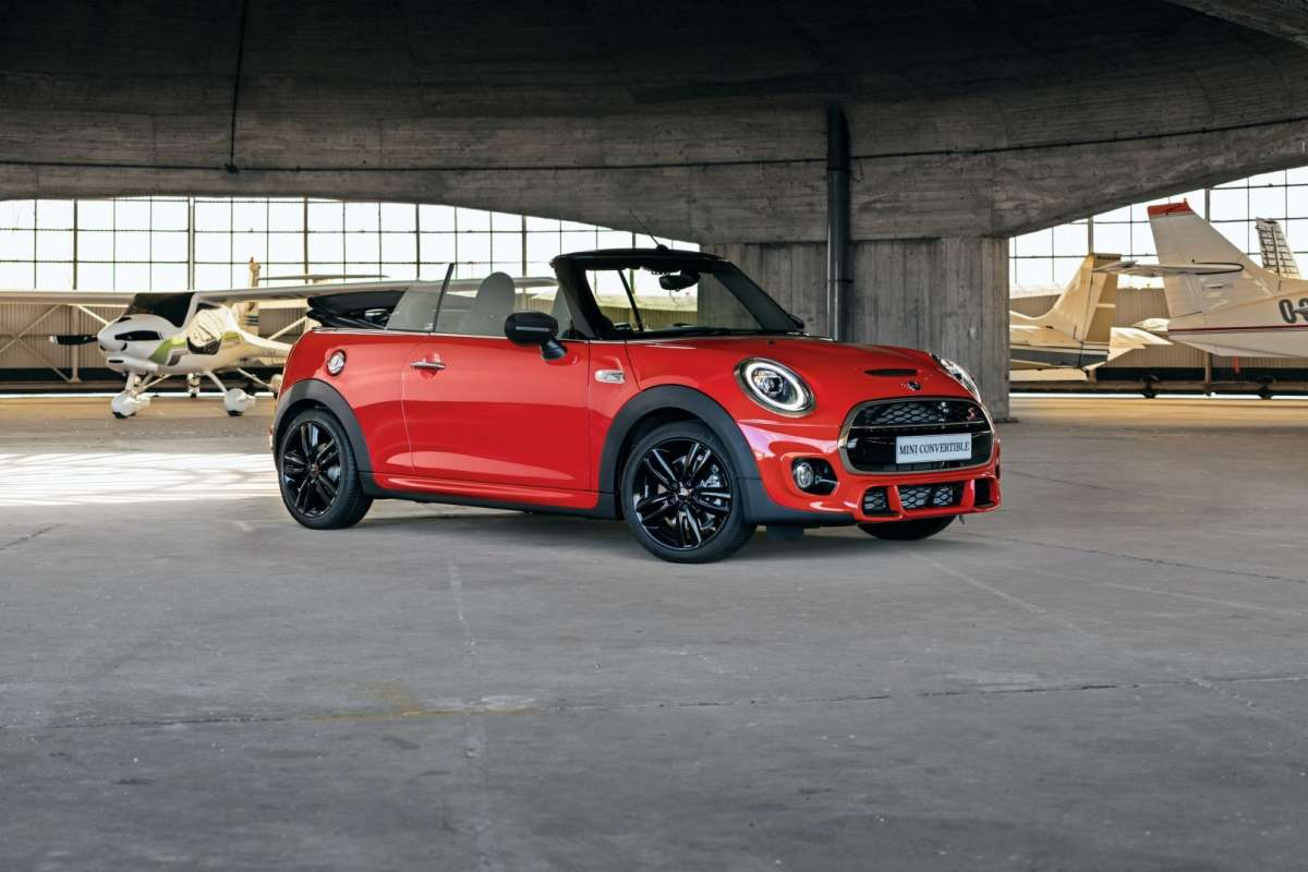 2019 MINI Convertible Sport exterior front crop Original File Large
