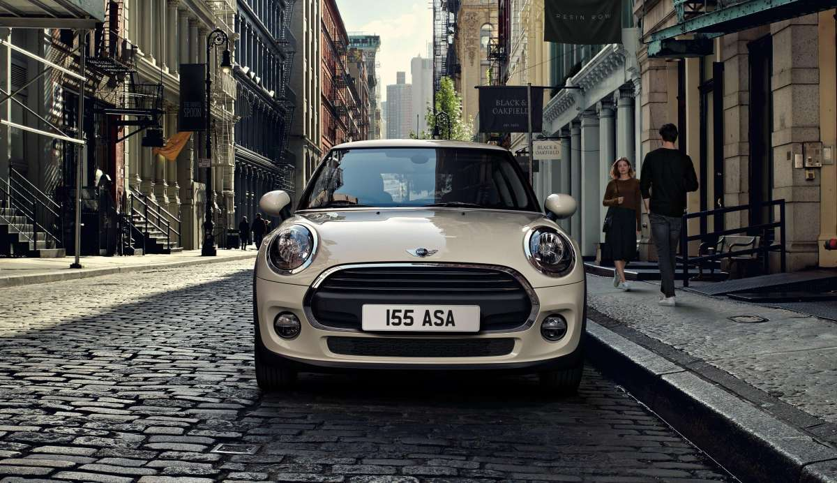 Cooper 3 door Hatch Optional Pepper White Static Lifestyle Front Image New Car 2017 High Resolution JPEG 2