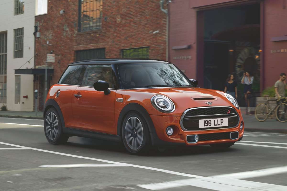 MINI 3 door LCI Hatch Dynamic Front 3 4 Image New Car 2018 High Resolution JPEG 6