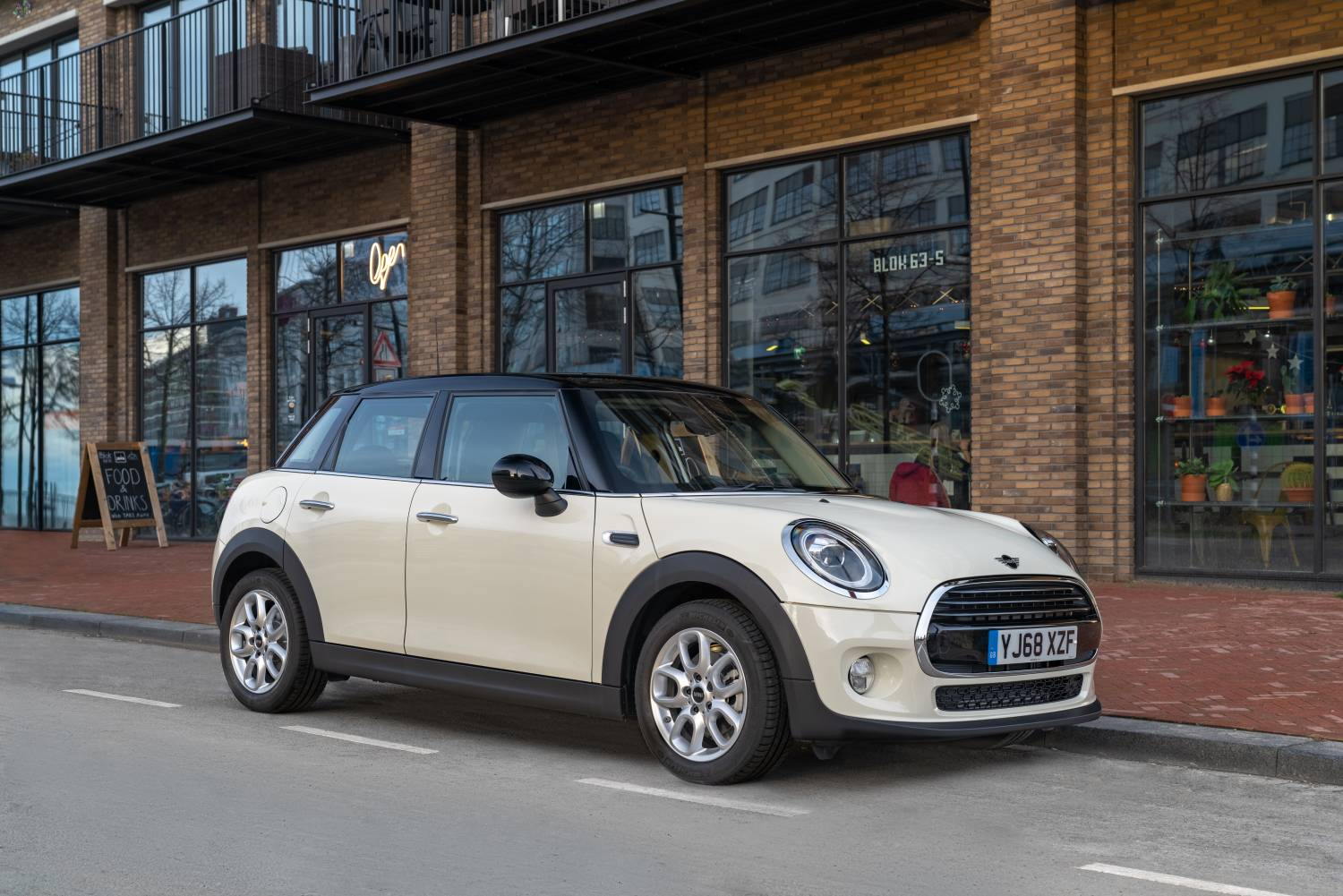 2019 MINI 5 Door Classic Front Shot Original File