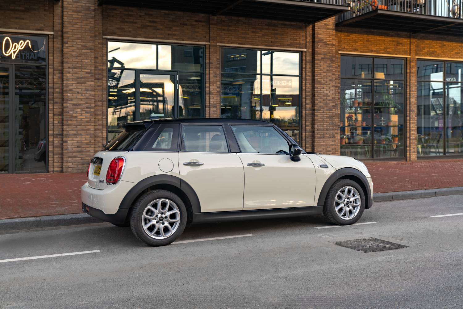 2019 MINI 5 Door Classic Side Shot Original File