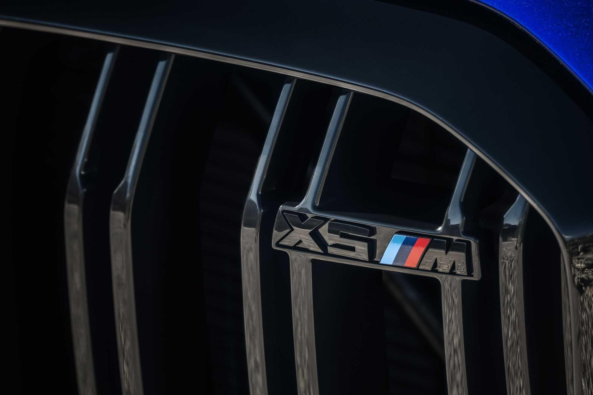 BMW 3 Series 320i white Rear