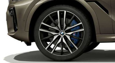 """22"""" M light alloy wheels Double-spoke style 742 M Jet Black with mixed tyres."""