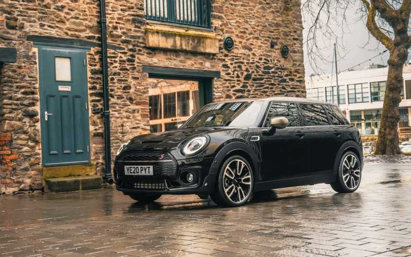 MINI Clubman Shadow Edition Image Front 3 4 New Car 2