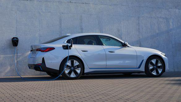 CHARGING THE BMW i4: EASIER THAN EVER.