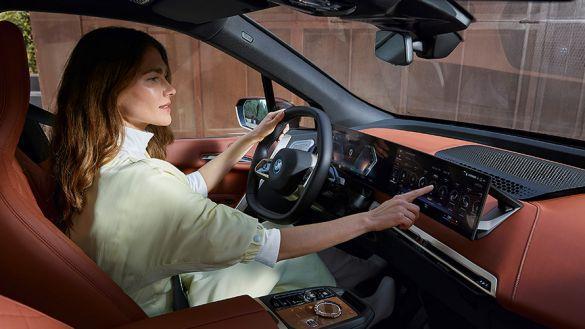 MEET THE NEW BMW iDRIVE.