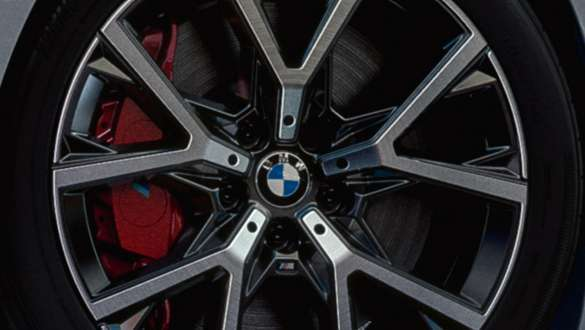 M Sport Brakes in Red high-gloss.