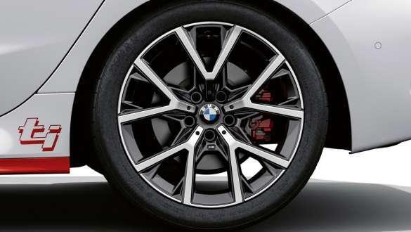 "Exclusive 18"" alloy wheels."